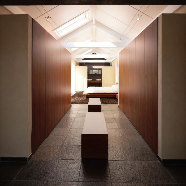 Slaapkamer met en suite badkamer door henk van leeuwen - Slaapkamer met kleedkamer en badkamer ...