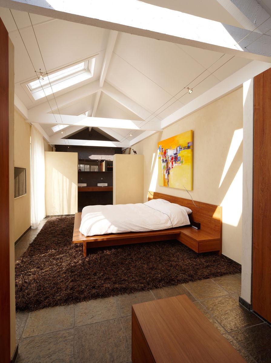 slaapkamer met ensuite badkamer door henk van leeuwen