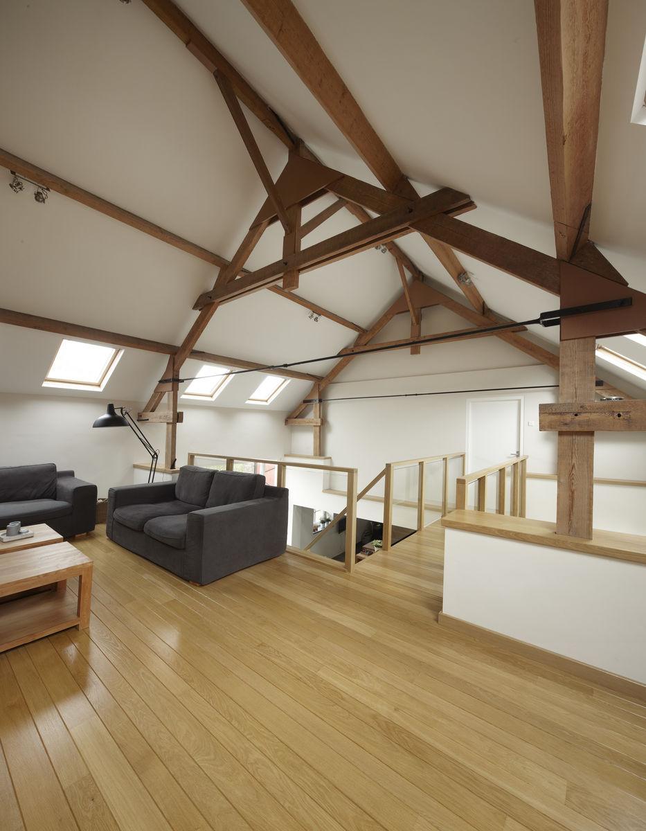 Woonkamer met vide interieur meubilair idee n - Exotisch onder wastafel houten meubilair ...
