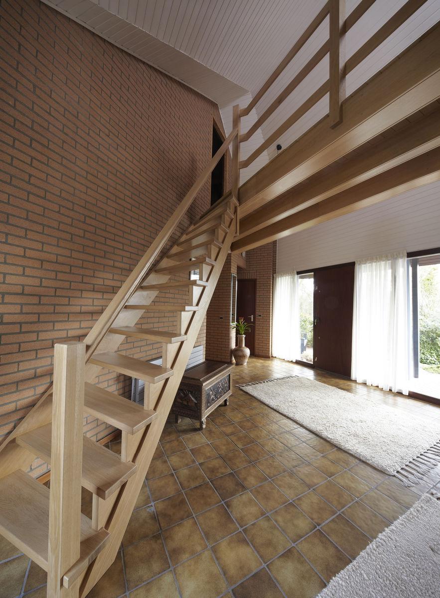 Bekijk houten trappen met loopbrug door henk van leeuwen - Houten trap monteer ...