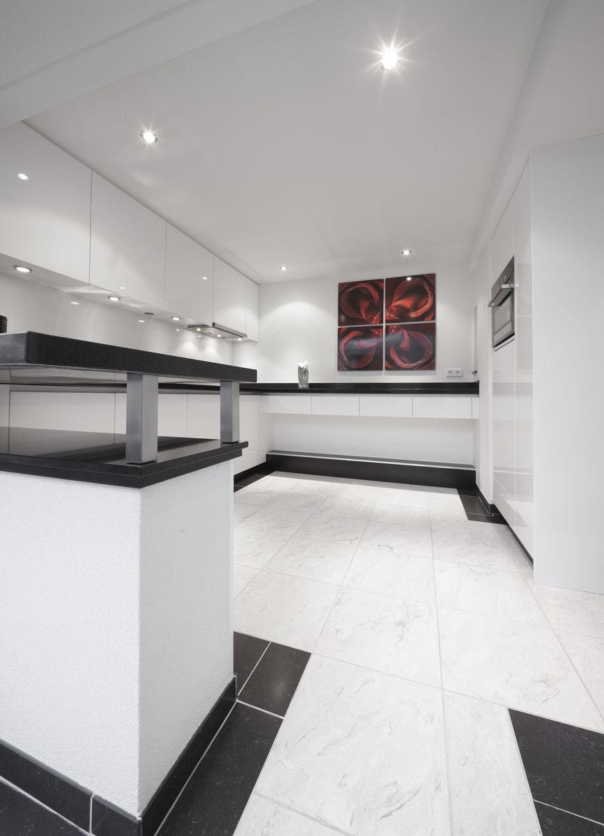 Bekijk de moderne witte keukens door henk van leeuwen - Witte keuken voorzien van gelakt ...